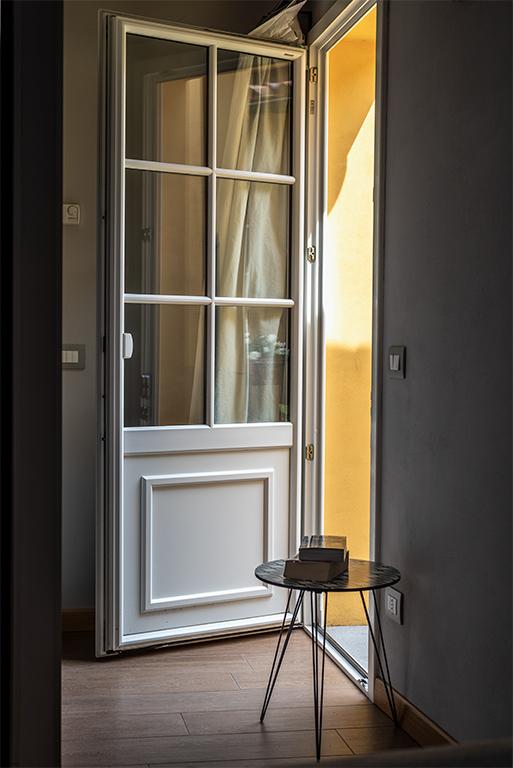 Camera superior dettaglio porta terrazzo